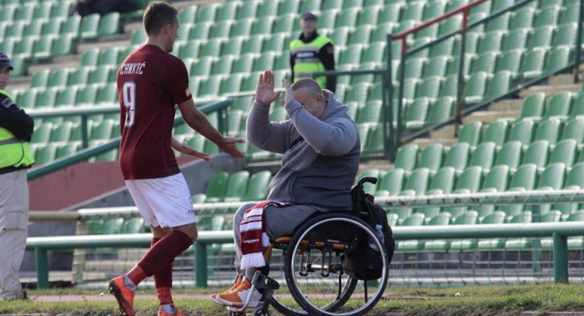 Igrači Sarajeva pomogli navijaču Mirzi Alihodžiću pri kupovini novih kolica