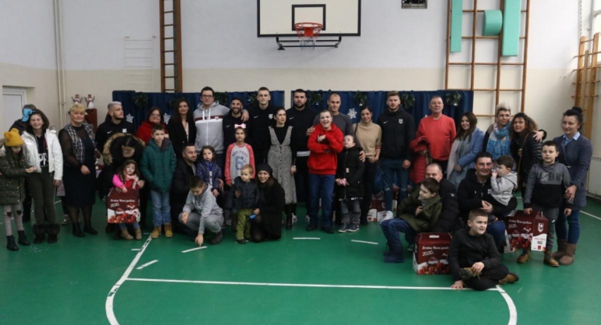 FK Sarajevo paketićima obradovao mališane iz Zavoda ''Mjedenica''